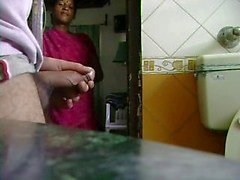 Indisch Dienstmädchen sieht ihn Jack Off