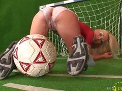 Helena Sweet body paint football