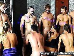 Bi любопытно группой Orgy минеты