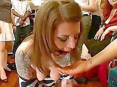 Peituda de prisioneiros usados como escravatura sexual