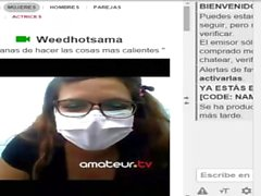 weedhotsama en su oficina ofrece show de webcam y su amiga la manosea