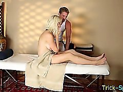 Babe lured into blowjob