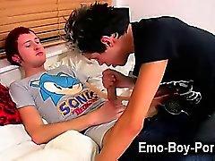 Gaie inconditionnelle chanceux de emo goujon de Josh Dixon a a une session du xxx en de