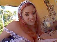 A Nakita criada atractiva