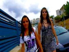 Allya & Jordane Kelly ispanyolca bir horoz paylaşan