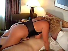 Hot Curvy Busty Äldre Cougar Gets Kinky