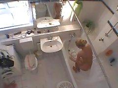 Cachée Caméra de de bains fille de