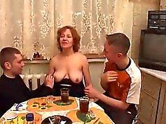Moden i Kvinde & due Unge Fyre - il 7 ( Danimarca Titolo Una )