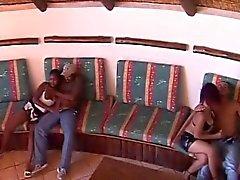 Sexcafe bietet schwarze Mädchen für blowjob an