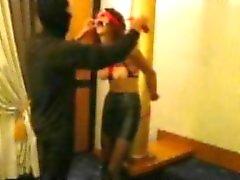 Sklave Katherine gefesselt und bestraft