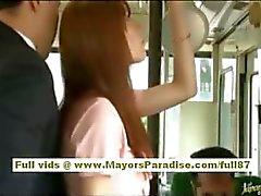 Rio Aasian Teen babe saada hänen karvainen pillua hyväili bussissa