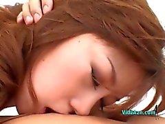 Garota asiática Com Mamas Pequenas recebendo seu Cona Peluda Lambido chupando pau Guy na cama