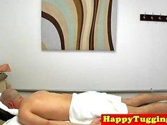 Reizende asiatische masseuse Reit- und bläst dick