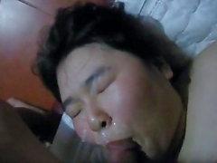 Sexy Chubby Asian Teen CIM bekommt dann eine Gesichtsbehandlung