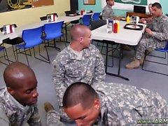 Nakna army pojke twinkar manlig läkare läkarundersökning militära bög TU har