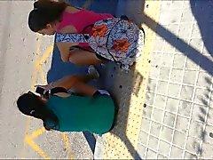 cum por detrás los adolescentes de parada de autobús