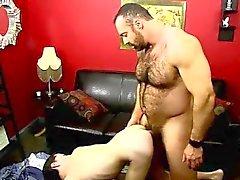 Homosexuell Film The verzweifelter kleinen Twink wird auf die Knie um