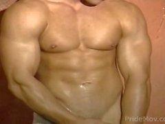 Blond Bodybuilder wichsen