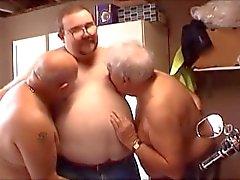 Superchub Flotter Dreier - Young Chubby Boy und seine zwei älteren Daddy Bären