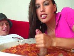 Brunetta Megan Jones Loves L'italiano della salsiccia Prestazioni