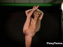 Flexible bustie blondie Anna shows naked gymnastics