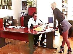 Analer im Büro mit blonden Kathia Nobili