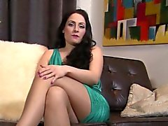 Uk slut likes to tease in her pantyhose