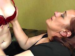 Kinky mature mom licks and fucks not her daughter