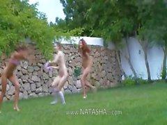Studentesse russo dei watersports del giardino