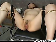 Japanese slaven slampa blir henne blöta fitta retad