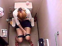 Mädchen Restroom Selbstbefriedigung Mit Vibrator