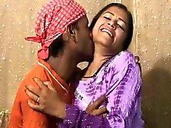 Raj não Com a Roopa