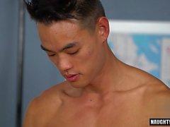 Aasian Gay rimjob ja cumshot