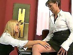 Teen Sekretariat erfreut sich Sex mit ihrem reifen Chef