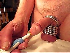 Närbilder orgasm i uretralt vibrator