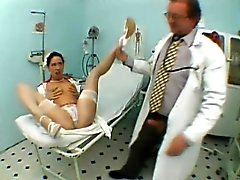 Sexy slender nympho in stockings reveals her oral skills in the clinic