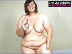 fat beauty smears baby oil on tits and pussy