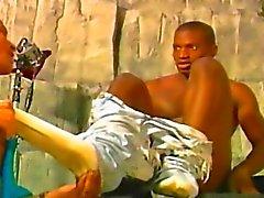 Mec Black Gay sur les Gorges profondes Pipes et la Anal Sex