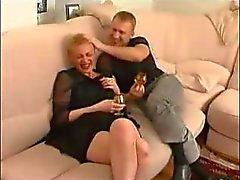 mogna rysk heta för Auntie med pojke som