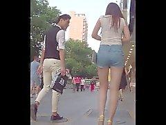 Hermoso culo joven en el las calles del China,