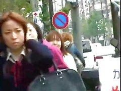 Filles japonaises comme pour prenez des bains d'air