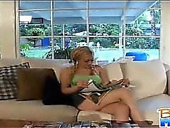 Cattivo baby sitter minuta di Gwen Diamante flirt e la kisses