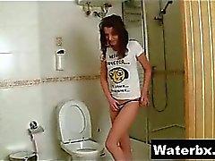 Feminina pequena Atobá fetiche do borracho Selvagem Piss