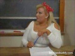 Seksi BBW öğretmenmasasının üzerine onu öğrenci sikikleri