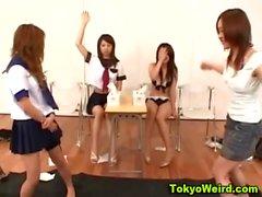 Asiatique la classe teen pussy caressé
