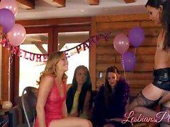 Erstaunliche Babes, die Sex-Spaß nach Party haben