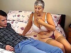 La abuela Savana follada con palo muy duro