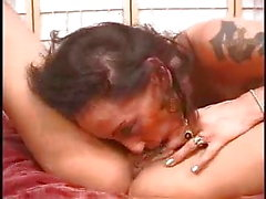 brunette experte clito lesbienne suce pour gros seins blonds pT3