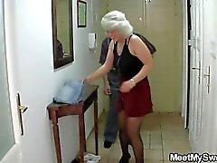 Sie schlägt sich durch seine Eltern zu Dreier lockte