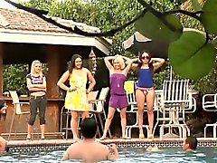 Bikini Domina babes verspotten Verlierer